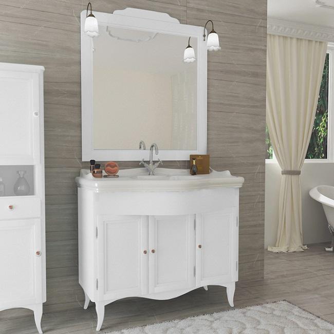 Meuble de salle de bain Style à 3 portes en bois décapé blanc en style  classique avec lavabo, miroir et 2 appliques